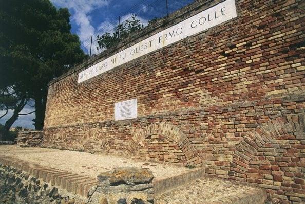 Il monte Tabor nei pressi di Recanati, dove Leopardi trovò ispirazione per l'Infinito.