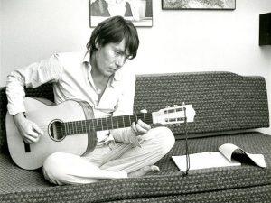Fabrizio De André in una fotografia del 1971.