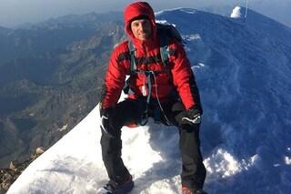 """Andrea, senza gambe per una meningite, scala l'Everest: """"Il primo a farlo con le protesi"""""""
