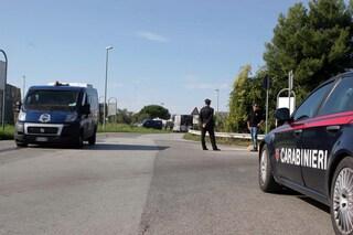 Bari, rapina a portavalori con ruspe: mezzi in fiamme sulla carreggiata e traffico deviato