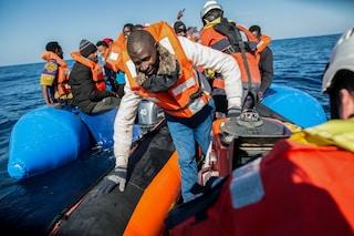 Migranti, 64 soccorsi e fatti sbarcare a Crotone dal Ministero degli Interni