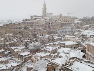 Neve al Sud: dalla Puglia a Matera disagi per il maltempo, interrotta circolazione dei bus
