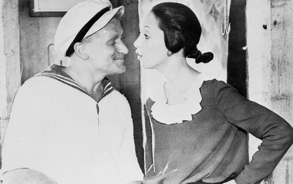 "Robin Williams e Shelley Duvall nel film ""Popeye - Braccio di Ferro"" del 1980."