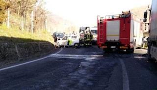 Prato, tragico schianto auto-tir: due coniugi muoiono insieme nella vettura