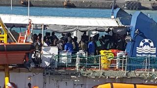 Sea Watch, migranti scambiano fuochi d'artificio per esplosioni e si gettano a terra per paura