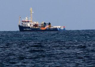 Salvini firma il divieto di ingresso per Sea Watch: lo firmano anche Toninelli e Trenta