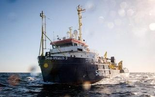 """Per Toninelli Sea Watch è come uno yacht da milionari. L'ong: """"Siamo nave di salvataggio"""""""