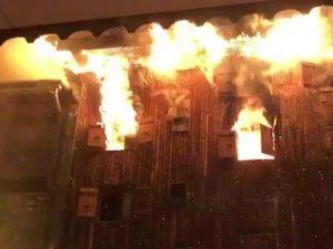Il resort di Courchevel in fiamme (Twitter).