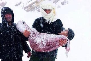 Quindici bimbi siriani morti di freddo nei campi profughi: il più piccolo aveva un'ora di vita