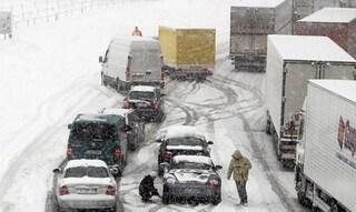 Caos Neve a Nord, chiusa Autobrennero. Valanga sull'A22. Allarme Arno a Firenze