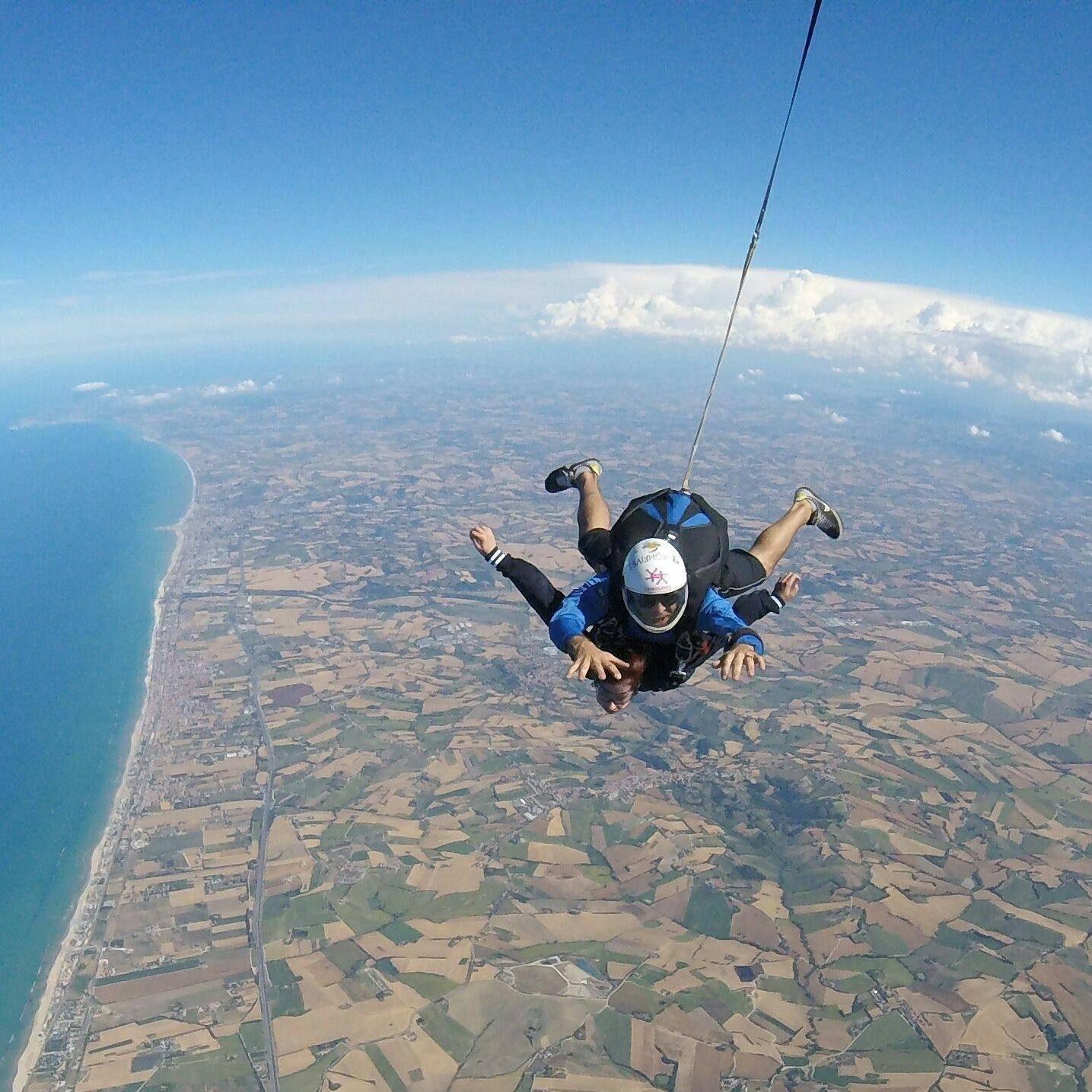 Il lancio da oltre 4.200 metri col paracadute di Giorgia.