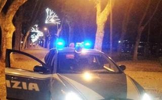 Poliziotto preso a bottigliate durante blitz antidroga a Viareggio: operato d'urgenza
