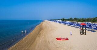 Bibione, dalla prossima estate divieto assoluto di fumo lungo gli 8 km di spiaggia