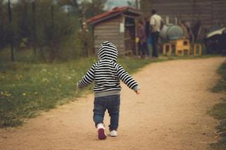 Carmagnola. Il bimbo abbandonato dalla mamma va a scuola, tante le richieste d'adozione