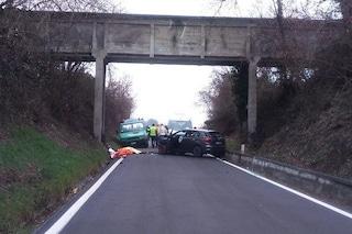 Torino, travolti da un'auto mentre lavoravano a un cantiere stradale: morti due cantonieri