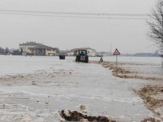Maltempo, ondata di piena travolge gruppo di carabinieri: 4 feriti trasportati in ospedale