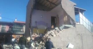 Esplosione distrugge casa ad Avezzano: intrappolati tra le macerie estratti vivi dai pompieri