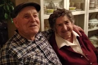 """Nozze di titanio per Dante e Angela: """"99 anni lui e 91 lei, sembrano due fidanzatini"""""""