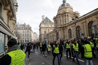 Parigi, 14esima manifestazione dei Gilet Gialli: scontri nel centro della città
