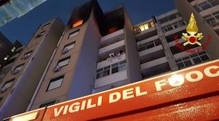 Catania, vigili del fuoco derubati mentre salvano persone intrappolate da un incendio