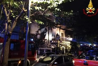 Incendio in un palazzo a Catania: una famiglia bloccata all'interno dell'edificio