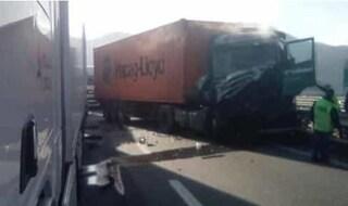 Incidente lungo l'autostrada A7 Genova - Milano. Sei tir coinvolti