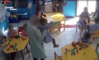 Caltanissetta, maestra arrestata per maltrattamenti: percosse e minacce ai bimbi dell'asilo