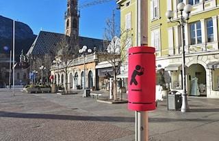 Novità per le strade di Bolzano: paratesta sui pali per chi cammina guardando il cellulare