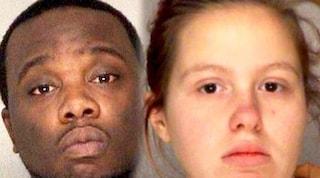 Uccide di botte il figlioletto di un anno davanti alla moglie che non fa nulla: arrestati