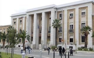 """Bari, detenuto dà in escandescenze al Policlinico e distrugge la stanza: """"Intervenga il Ministero"""""""