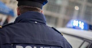 """""""Bimba stuprata"""", la bufala corre sui social: poliziotto va di porta in porta per smentire"""