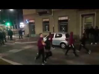 Torino, i pugili scendono in strada e impediscono il corteo di Forza Nuova