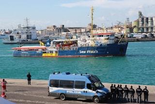 """Ispezione a bordo di Sea Watch 3. Ong: """"Siamo nave da soccorso, cercano scuse per bloccarci"""""""