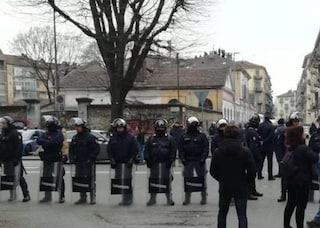 """Torino, sgomberato centro sociale """"L'Asilo"""": 6 arresti, 21 attentati con finalità eversive"""