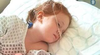 Portano la figlia a una visita oculistica e scoprono che ha un tumore al cervello