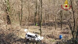 Vicenza, tragico incidente stradale: auto precipita nella scarpata, morta una donna