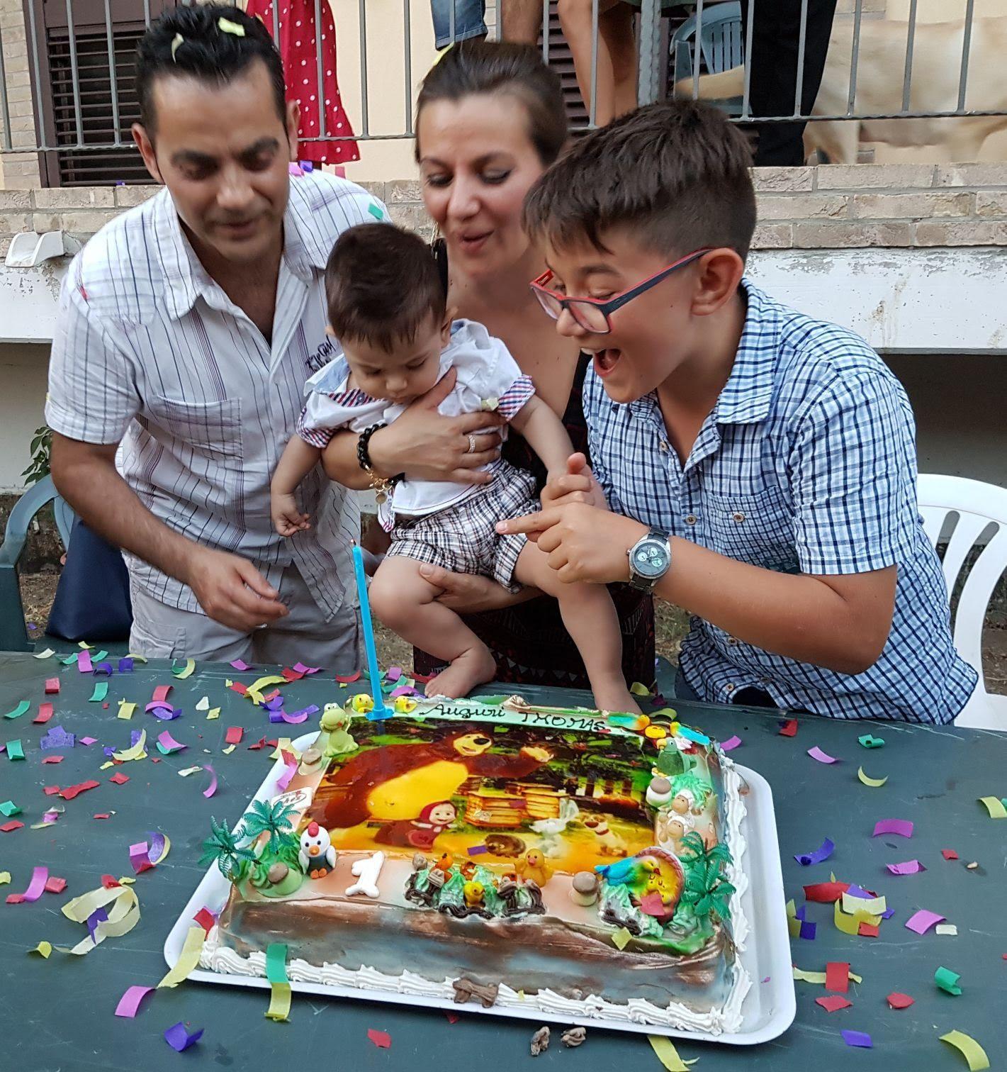 Compleanno di Thomas con babbo Enrico, mamma Marie Hélène e il fratello Christian.