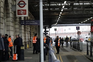 Londra, trovati pacchi esplosivi in stazioni e aeroporti