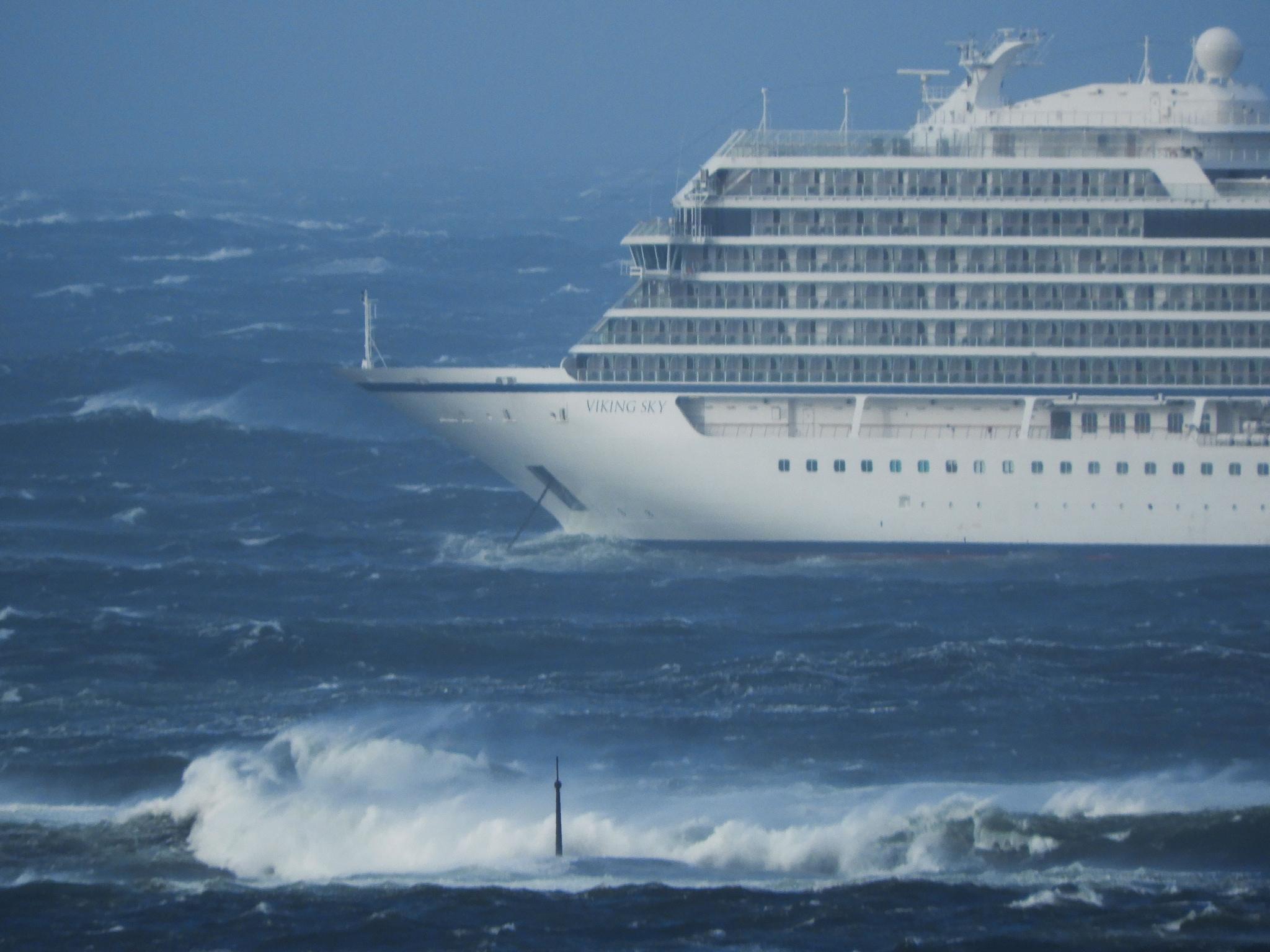 Norvegia: nave da crociera in avaria, 1300 persone in pericolo