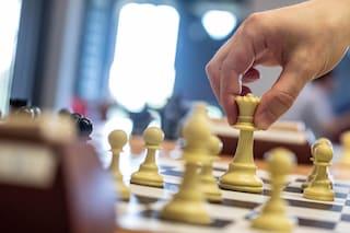 Treviso, atti sessuali e video porno con allievi minorenni: condannato maestro di scacchi
