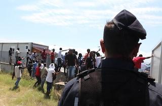 Migranti, al via sgombero della baraccopoli di San Ferdinando in Calabria