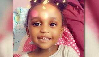 Sparisce nel nulla col padre, la piccola di 2 anni trovata morta in un fossato