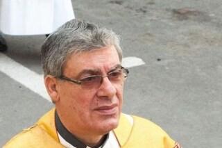 """""""Via i pedofili dalla Chiesa"""". Ma don Felix, condannato per abusi su 17 minori, continua a fare il prete"""