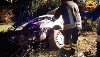 Ancona, fuori strada con l'auto poi si schianta contro un albero: Nicola muore a 25 anni