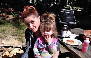 Colpita da proiettile vagante mentre gioca in giardino, la piccola Ariel in fin di vita