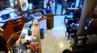 """Pordenone, donna di origini asiatiche schiaffeggiata al bar: """"Torna a casa tua"""""""