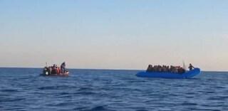 Ong che ha soccorso 49 migranti disobbedisce agli ordini della GdF e punta su Lampedusa