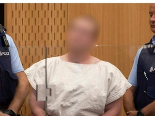 Nuova Zelanda, il ghigno di Brenton Tarrant in aula: strage annunciata al governo via mail