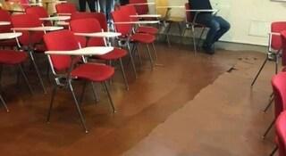 Paura durante le lezioni all'università di Bologna, un botto e si apre crepa nel pavimento