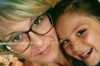 """Pensano abbia dolori della crescita ma è un tumore. La mamma di Giulia, 7 anni: """"Aiutateci"""""""
